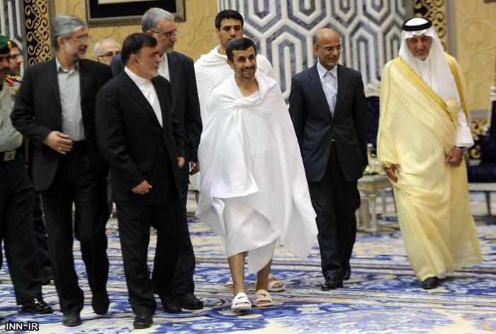 دکتر احمدی نژاد با لباس احرام  در عربستان/گزارش تصویری